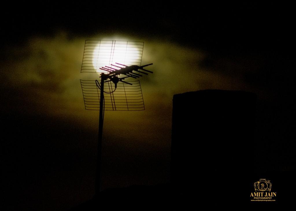 Beaming-Moon-Photography-by Amit-Jain